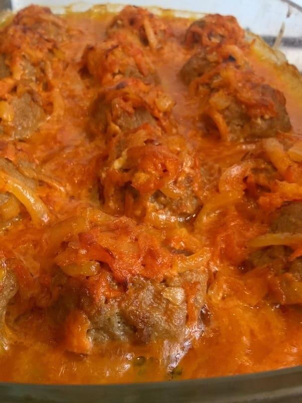 Тефтели с овощным соусом