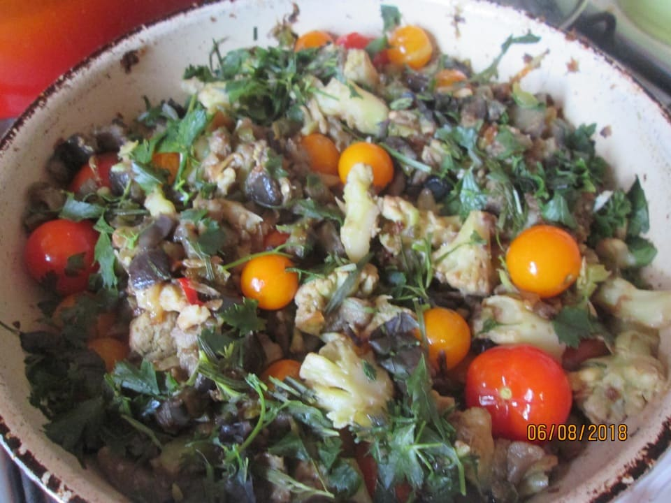 Тушеные овощи на сковороде