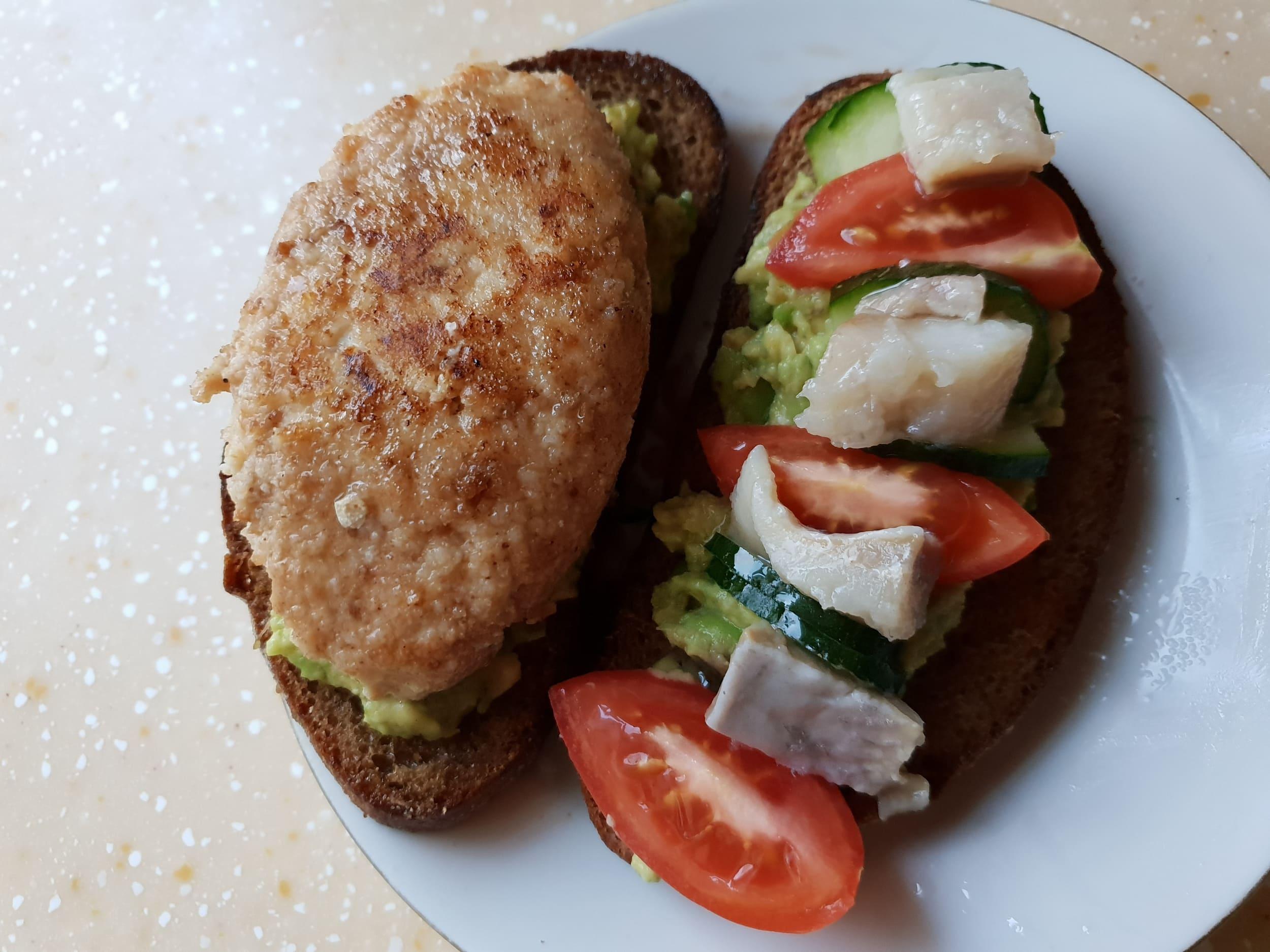 Бутерброд с основой из авокадо