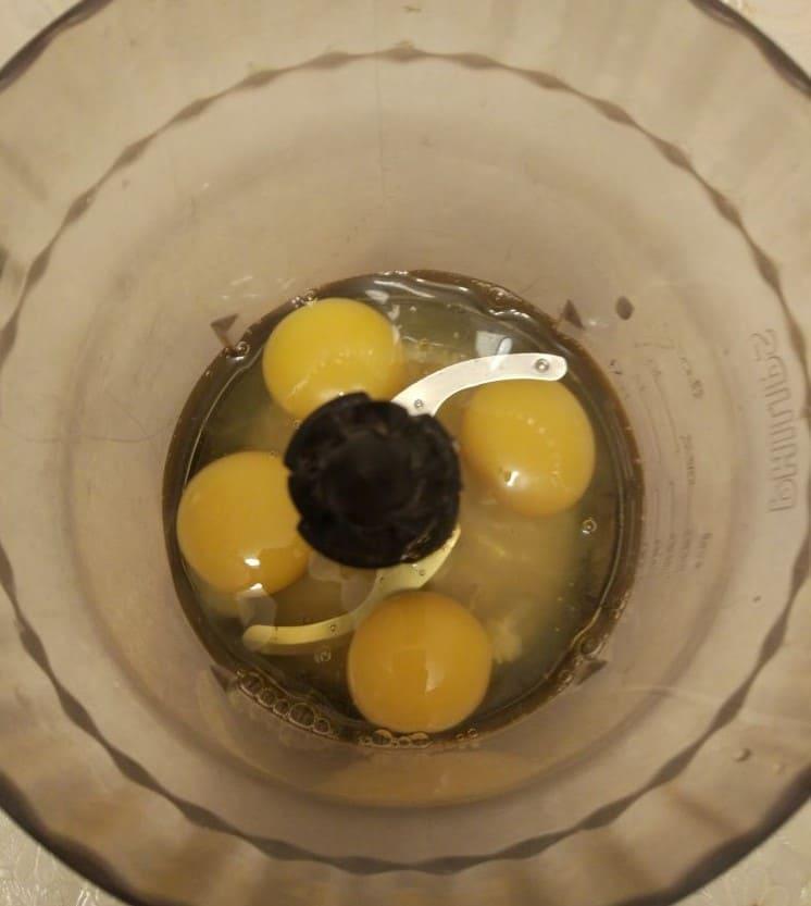Яйца для шарлотки в блендере