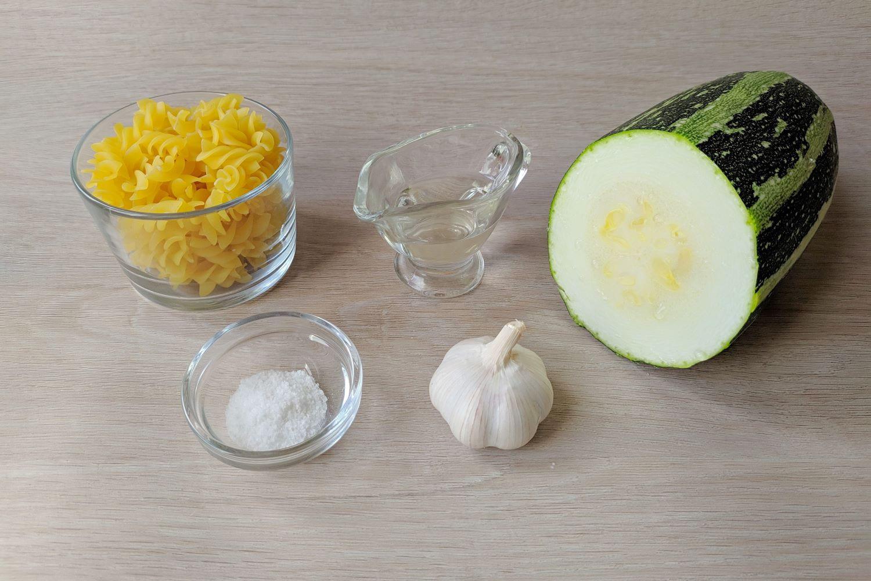 Ингредиенты для пасты с кабачками